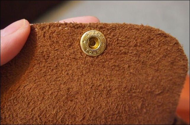 FAKE_Longchamp_backside_leather_flap_button